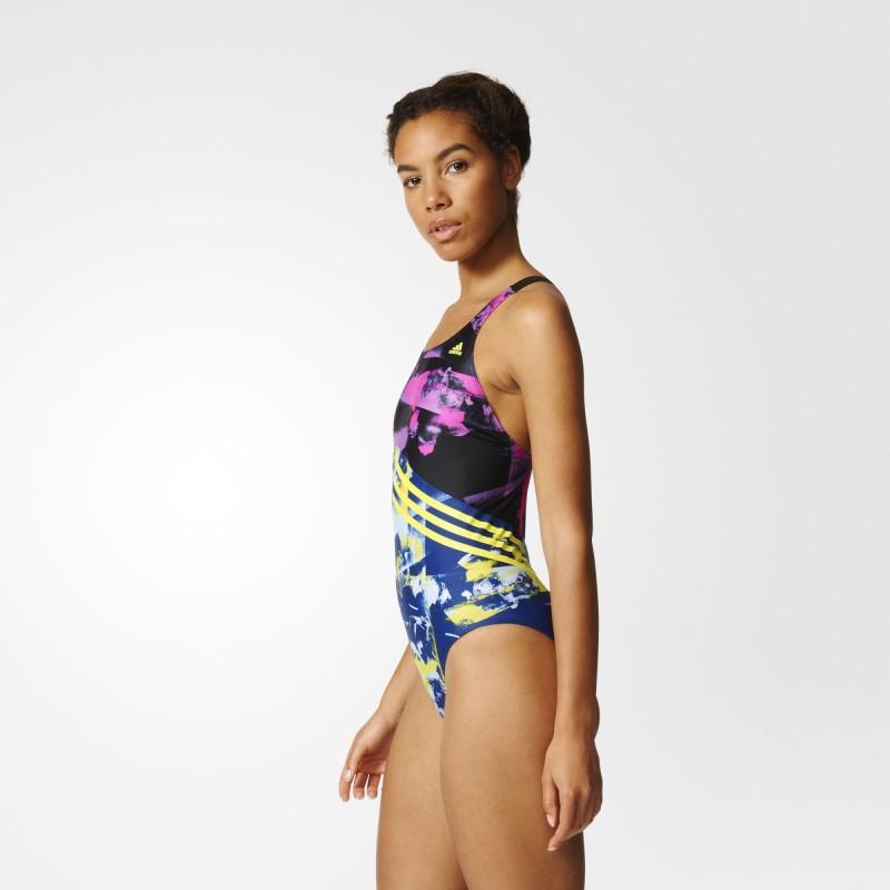 7fa3a0c30fa 디지털 프린팅에 아디다스의 삼선이 비스듬하게 들어간 이 여자실내수영복의 디자인은 원피스 수영복임에도 상체와 하체가 따로 디자인 된듯한  오묘한 매력이 있네요 : ...